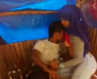 perempuan hijaber solihah ngentot di gubug reod bareng kekasih